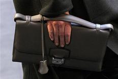 <p>Hermès, qui a vu son résultat opérationnel 2011 grimper de 32,5% et sa marge atteindre un niveau record, à suivre jeudi à la Bourse de Paris. /Photo prise le 4 mars 2012/REUTERS/Stephane Mahe</p>