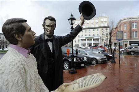 A statue of Abraham Lincoln greeting a tourist in Gettysburg, Pennsylvania, March 20, 2012.  REUTERS/Jonathan Ernst