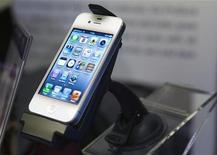 iProdock para iPhones, da iBolt, é exibido durante International Consumer Electronics Show (CES) 2012 em Las Vegas, Nevada. A Apple vai aumentar a tela do iPhone para 4,6 polegadas e lançará o próximo modelo por volta do segundo trimestre. 08/01/2012  REUTERS/Steve Marcus