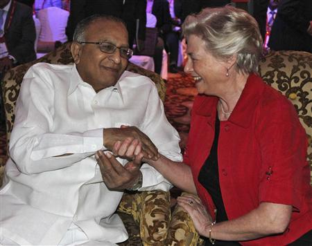 Maria van der Hoeven (R), Executive Director of the International Energy Agency (IEA), shakes hands with India's Oil Minister Jaipal Reddy during the Asia Gas Partnership Summit in New Delhi March 23, 2012. REUTERS/B Mathur