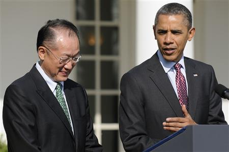 U.S. President Barack Obama (R) introduces Dartmouth College president Jim Yong Kim as his nominee for the next president of the World Bank, during an announcement in the Rose Garden at the White House in Washington March 23, 2012. The United States has picked a public health expert of South Korean origin as its candidate for the World Bank presidency, a job emerging market economies are contesting for the first time. REUTERS-Jonathan Ernst