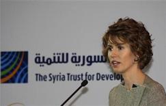 <p>Imagen de archivo de la primera dama de Siria, Asma al-Assad, durante una conferencia en Damasco, ene 23 2010. La Unión Europea decidió el viernes imponer sanciones contra la esposa, la madre y la hermana del presidente de Siria, Bashar al-Assad, incrementando la presión sobre su Gobierno para detener la sangrienta ofensiva sobre una revuelta armada. REUTERS/Khaled al-Hariri</p>