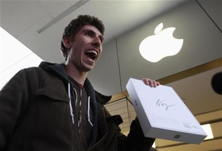A customer holds his new iPad in Los Angeles, California March 16, 2012. REUTERS/David McNew