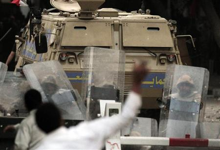 Army conscripts clash with demonstrators outside the U.S. embassy in Cairo March 9, 2012. REUTERS/Mohamed Abd El Ghany