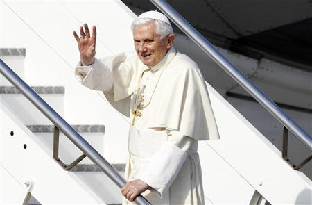 Pope Benedict XVI waves as he boards his plane to leave for his pastoral visit to Mexico and Cuba, at Fiumicino International Airport in Rome March 23, 2012. REUTERS/Max Rossi