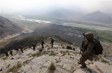 U.S Army soldiers from Charlie Company 2nd battalion 35th infantry regiment, Task Forces Bronco climb down from the top of the hill which overlooks the river Darya ye Kunar in eastern Afghanistan Chaw Kay district in Kunar province August 19, 2011. REUTERS/Nikola Solic