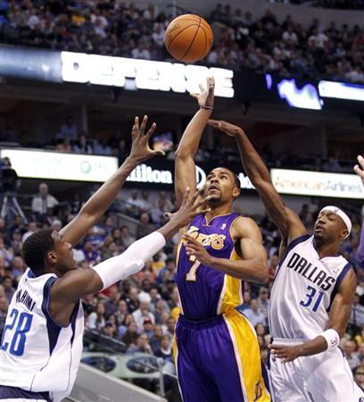 Los Angeles Lakers guard Ramon Sessions (C) shoots over Dallas Mavericks center Ian Mahinmi (L) and guard Jason Terry during the second half of their NBA basketball game in Dallas, Texas March 21, 2012. REUTERS/Mike Stone
