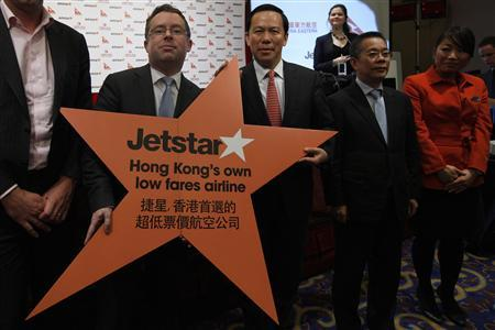 CEO of Qantas Alan Joyce (2nd L) and Chairman of China Eastern Airlines Corp Ltd Liu Shaoyong (3rd R) pose for a photograph after a news conference in Hong Kong March 26, 2012. REUTERS/Tyrone Siu