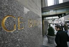 A man enters the General Electric building at 1250 Avenue of the Americas, also known as 30 Rockefeller Plaza in New York, January 22, 2010. REUTERS/Brendan McDermid