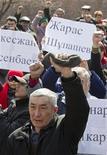 Демонстранты в Алма-Ате на акции оппозиции в память о жанаозенских событиях 24 марта 2012. Тихий бунт зреет в степном казахском нефтедобывающем городке в ожидании первого судебного процесса против обвиняемых в насилии, которое разрушило имидж стабильности богатого нефтью государства в Центральной Азии. REUTERS/Shamil Zhumatov
