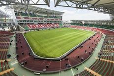 """Стадион """"Ахмат-Арена"""" в Грозном, 8 мая 2011 года. Нижегородская """"Волга"""" взяла верх на выезде над грозненским """"Тереком"""" в понедельник со счетом 3-1 в заключительном матче 36-го тура. REUTERS/S.Dal"""