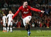 O atacante do Manchester United Wayne Rooney comemora gol contra o Fulham nesta segunda-feira. REUTERS/Phil Noble