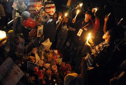 Citizens hold a candlelight vigil for Trayvon Martin in Sanford, Florida, March 25, 2012. REUTERS/David Manning
