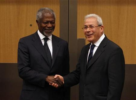U.N.-Arab League envoy to Syria Kofi Annan (L) shakes hands with Burhan Ghalioun, Paris-based leader of the opposition Syrian National Council, during their meeting in Ankara March 13, 2012. REUTERS/Umit Bektas