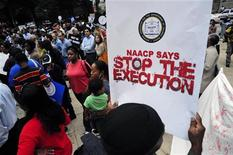 Демонстранты протестуют против казни Троя Дэвиса в Атланте, 20 сентября 2011 года. Число казненных по всему миру выросло в прошлом году, в основном, из-за увеличения числа смертных казней в Иране, Ираке и Саудовской Аравии, сообщила во вторник Amnesty International. REUTERS/John Amis