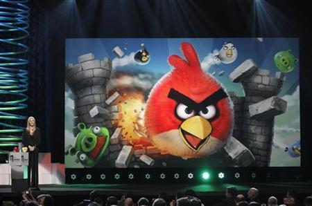 Actress Lisa Kudrow announces that the game Angry Birds has won Best Mobile Game award at the 15th annual Webby Awards in New York June 13, 2011. REUTERS/Lucas Jackson