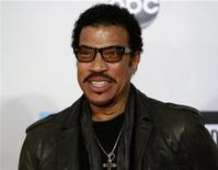 Singer Lionel Richie arrives at the 2011 American Music Awards in Los Angeles November 20, 2011. REUTERS/Danny Moloshok