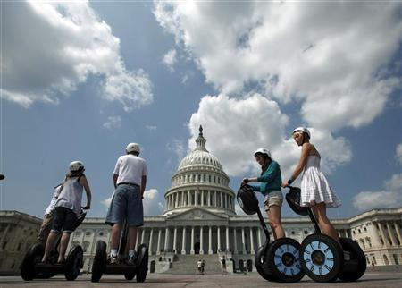 A group of tourists on Segway personal transporters take a guided tour of Capitol Hill in Washington, August 25, 2009.  REUTERS/Jim Young