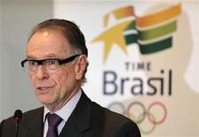 Presidente do Comitê Olímpico Brasileiro, Carlos Arthur Nuzman, durante entrevista coletiva no Rio de Janeiro. 28/03/2012 REUTERS/Sergio Moraes