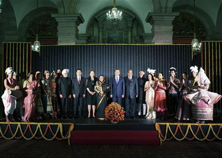 (From 9th L) India's Prime Minister Manmohan Singh, Chinese President Hu Jintao, Brazil's President Dilma Rousseff, India's President Pratibha Patil, Russian President Dmitry Medvedev, South Africa's President Jacob Zuma and India's Vice President Mohammad Hamid Ansari pose with artists during a cultural programme and banquet hosted by Patil at the presidential palace in New Delhi March 28, 2012. Hu, Medvedev, Rousseff and Zuma are scheduled to attend the BRICS (Brazil, Russia, India, China and South Africa) Summit in India on March 29. REUTERS/Presidential Palace/Handout