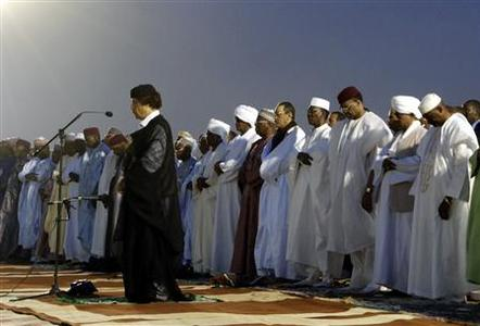 Libyan leader Muammar Gaddafi reads during a mass prayer during a celebration to mark the birthday of Prophet Mohammed in Agadez March 30, 2007. REUTERS-Samuel De Jaegere-Files