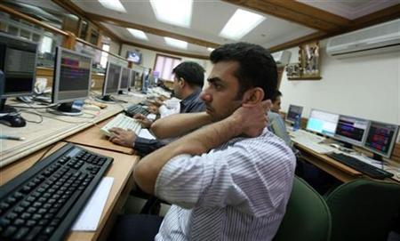 A broker reacts as he monitors the index on his computer terminal at a brokerage firm in Mumbai January 7, 2009. REUTERS/Punit Paranjpe/Files
