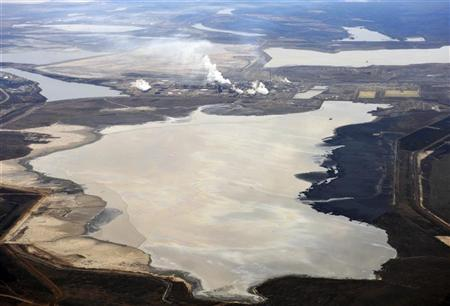 The Syncrude tar sands plant and tailings pond at their tar sands operation north of Fort McMurray, Alberta, November 3, 2011. REUTERS/Todd Korol