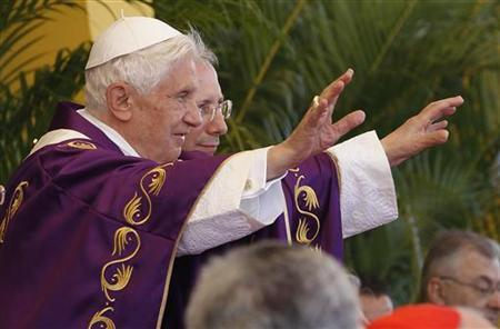 Pope Benedict XVI waves during a mass at the Revolution square in Havana March 28, 2012. REUTERS/Tony Gentile