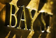 A Bay Street sign is seen at the financial district in Toronto, October 10, 2008. REUTERS/Mark Blinch (CANADA)