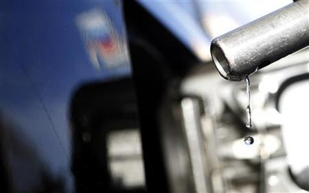 Gasoline drips off a nozzle during refueling at a gas station in Altadena, California March 24, 2012. Picture taken March 24, 2012. REUTERS/Mario Anzuoni