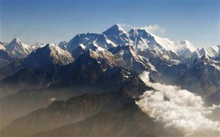 Mount Everest (C), the world highest peak, and other peaks of the Himalayan range are seen from air during a mountain flight from Kathmandu April 24, 2010. REUTERS/Tim Chong/Files