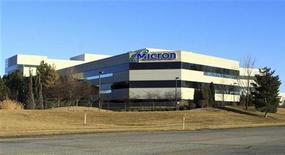 <p>Le spécialiste américain des mémoires DRAM Micron Technology compte déposer une offre sur Elpida Memory, selon des sources. /Photo prise le 3 février 2012/REUTERS/Brian Losness</p>