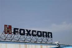 <p>Usine Foxconn à Shenzhen, en Chine, où sont fabriqués les iPhone, iPad et autres appareils d'Apple. Les fabricants d'électroménager, de jouets et autres manufacturiers, déjà confrontés à une hausse des salaires en Chine, vont subir une pression supplémentaire après la décision d'Apple et de son sous-traitant Foxconn d'améliorer les conditions de travail dans les sites de production. /Photo prise le 29 mars 2012/REUTERS/Tyrone Siu</p>