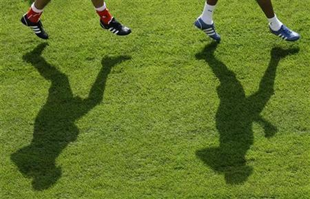 Switzerland's national team soccer players attend a training session in Lugano. REUTERS/Stefan Wermuth