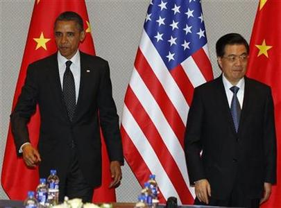 U.S. President Barack Obama (L) and China's President Hu Jintao walk to their seats during an expanded bilateral meeting before attending the 2012 Nuclear Security Summit in Seoul March 26, 2012. Obama told his Chinese counterpart Hu that both countries have an interest in addressing nuclear standoffs with Iran. REUTERS/Larry Downing