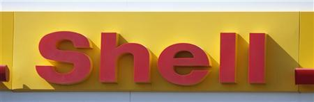 The Shell logo is seen at a gas station in Phoenix, Arizona October 29, 2009. Exxon Mobil Corp, Royal Dutch Shell Plc and Eni SpA dashed hopes for an imminent turnaround for the oil industry, saying sluggish economic recovery was weighing on energy demand and prices. REUTERS/Joshua Lott