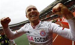Arjen Robben, do Bayern de Munique, comemora seu gol da vitória contra o FC Nuremberg, em Nuremberg. 31/03/2012 REUTERS/Kai Pfaffenbach