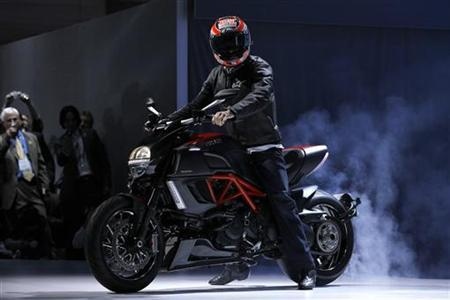 Professional motorcycle racer Nicky Hayden rides a Ducati Diavel Carbon at the LA Auto Show in Los Angeles November 17, 2010. REUTERS/Mario Anzuoni/Files