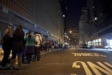 Fãs ficam em fila para assistir ao filme Jogos Vorazes, em cinema de Nova York. 22/03/2012 REUTERS/Allison Joyce
