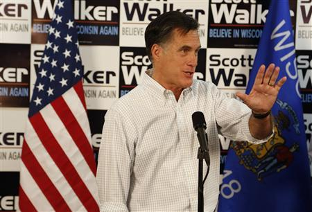 U.S. Republican presidential candidate Mitt Romney attends a phone bank on behalf of Wisconsin Gov. Scott Walker in Fitchburg, Wisconsin, March 31, 2012. REUTERS/Darren Hauck