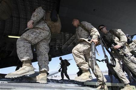 U.S. servicemen board a transport plane before leaving for Afghanistan at the U.S. transit center at Manas airport near Bishkek, March 27, 2012. REUTERS/Vladimir Pirogov
