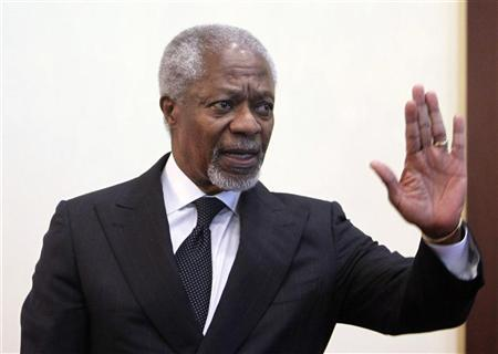 Kofi Annan, joint special envoy for the United Nations and the Arab League, gestures during a news conference at Sheremetyevo International Airport outside Moscow, March 26, 2012. REUTERS/Denis Sinyakov