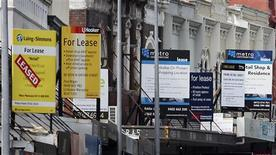 'For lease' signs hang above shops along a high profile fashion retail strip on Oxford Street in Sydney April 3, 2012. REUTERS/Tim Wimborne