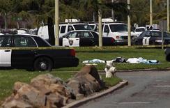 Полиция оцепила место преступления около университета в Окленде, 2 преля 2012 года. По меньшей мере семь человек погибли и трое ранены в результате стрельбы, устроенной в понедельник в университете в Калифорнии его бывшим студентом. REUTERS/Stephen Lam