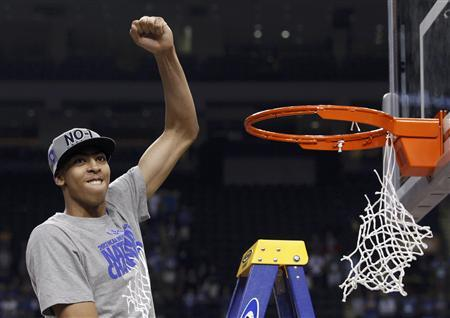 Kentucky Wildcats forward Anthony Davis celebrates as he cuts the net after the Wildcats defeated the Kansas Jayhawks in the men's NCAA Final Four championship college basketball game in New Orleans, Louisiana, April 2, 2012. REUTERS/Jeff Haynes