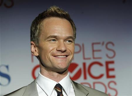 Actor Neil Patrick Harris poses backstage at the 2012 People's Choice Awards in Los Angeles January 11, 2012. REUTERS/Danny Moloshok