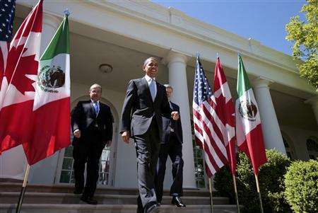 U.S. President Barack Obama (C), Canada's Prime Minister Stephen Harper and Mexico's President Felipe Calderon (L) arrive for a joint news conference in the White House Rose Garden in Washington, April 2, 2012. REUTERS/Larry Downing