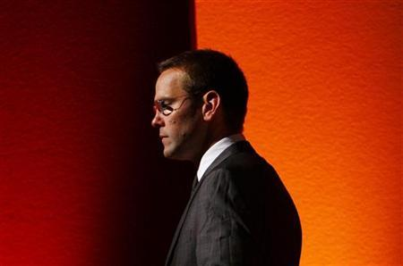 James Murdoch walks off stage after a rehearsal for his James MacTaggert Memorial lecture as part of the Media Guardian Edinburgh International TV Festival in Edinburgh, Scotland, August 28, 2009. REUTERS/David Moir/Files