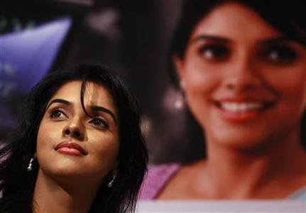 Bollywood actress Asin Thottumkal in Colombo June 30, 2010. REUTERS/Dinuka Liyanawatte