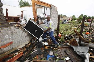 Power outages, canceled flights after Texas tornado...